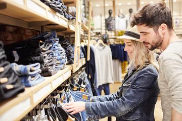 Какие существуют причины мужской нелюбви совместного шопинга