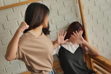 Почему девушки дерутся на улице