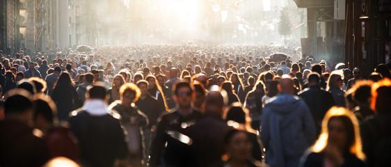 Почему люди следуют за толпой
