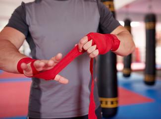 В чем различие физической силы бодибилдера и бойца