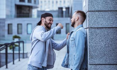 Какие действия надо предпринять, если попал в уличный конфликт