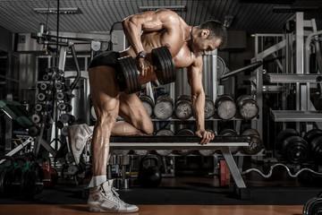Что поможет сделать большую спину