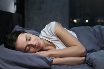 Какое время считается оптимальным для засыпания