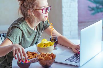 Почему, когда у тебя стресс, то много ешь