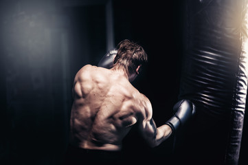 Как правильно работать с боксерской грушей