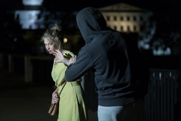 Как себя защитить, если попали в перепалку на улице