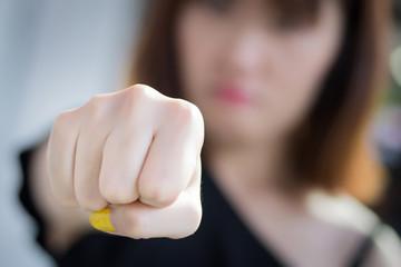 3 приема для самозащиты при уличном нападении