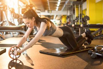 Достоинства колеса для ваших мышц живота