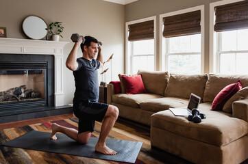 Как прокачать мышцы ног вне зала