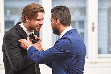 Почему не получается остановить конфликт словесно
