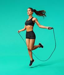 Прыжки на скакалке, которые помогут держать тело в тонусе