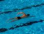 Почему плавание полезно при болях в спине