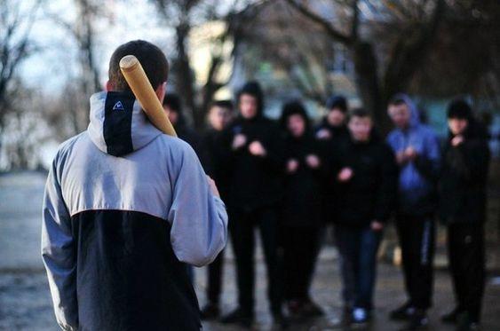 Как защитить себя при нападении толпой